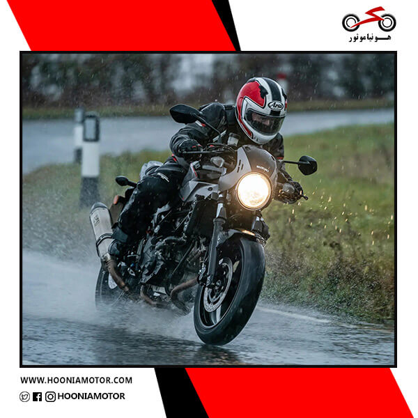 راندن موتور برقی در بارندگی
